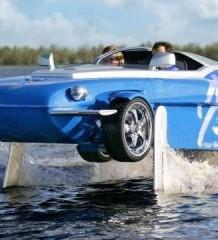 Водно-дорожный спринтер Rinspeed Splash LVH-X2 на воде
