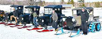 Время Т. Участники выставки и снегопробега у Ford T snowmobile