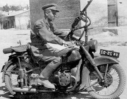 Всем мотоциклам мотоцикл. М-72 с ППШ - оружие последнего шанса в случае засады