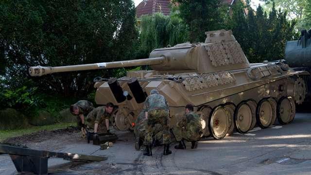 В Германии изъят танк Пантера, зенитное орудие и боеприпасы.