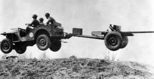Иван-виллис ты Козел. Bantam BRC-40 в прыжке с орудием М-1 57 мм