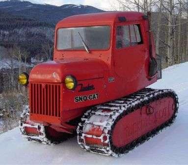 Икона среди снегоходов Tucker Sno-Cat. Один из первенцев