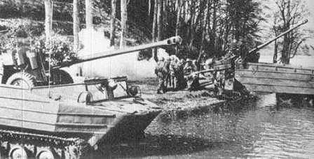 К-61 Гусеничный-плавающий транспортер. Погрузка орудия