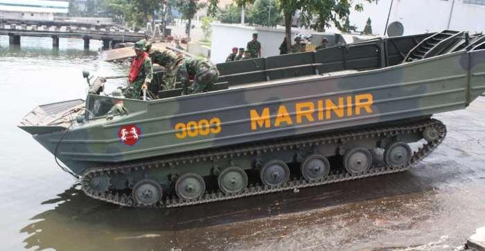 К-61 Гусеничный-плавающий транспортер В Индонезии