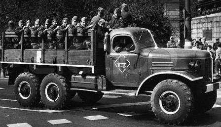 Многогранный ВОИН. ЗИЛ-157 со взводом бойцов Советской Армии