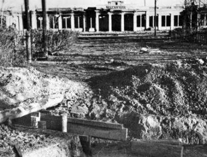 Ордена Ленина Сталинградский-Волгоградский тракторный завод. Оборонительные укрепления у проходной, 1942 год.