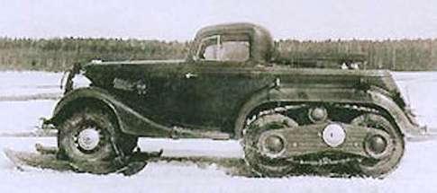 Полугусеничный ГАЗ М-1 ГАЗ -ВМ (НАТИ) на лыжах (под передними колесами)