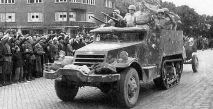 Полугусеничный бронетранспортёр М-2 На службе в Советской армии, буксирует орудие ЗИС-3