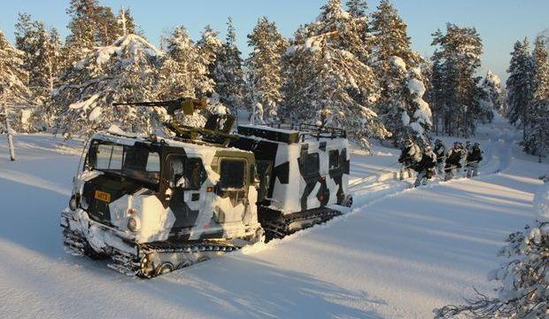 Российский Лось потомок Шведского Bandvagn. На фотографии Финские солдаты катаются на лыжах.