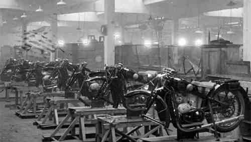 Сборочный цех завода Красный Октябрь Мотоциклы Л-300