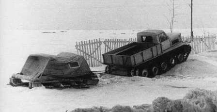 Советская история, после Великой Победы ГПИ-21 тащит волокуши на Севере СССР