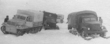 Советская история, после Великой Победы ГПИ-22 Вытаскивает санитарную машину из снежного плена