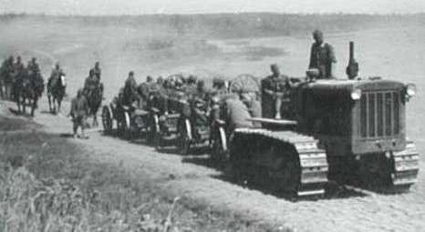 Средний артиллерийский тягач C-2 «Сталинец». М-17 легко тянул батарею из трех средних орудий и боекомплект