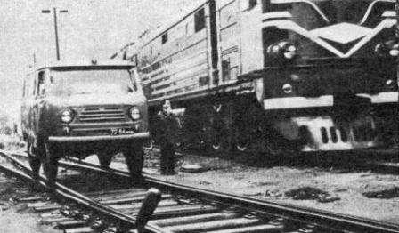 УАЗ-452 - Ему скоро 60, а он все молодеет... УАЗ-450 по железной дороге