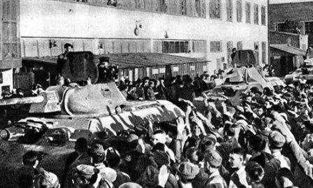 Челябинский тракторный завод, для Фронта и Народа. Рабочие ЧТЗ провожают на фронт таковую колонну