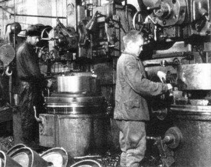 Челябинский тракторный завод, для Фронта и Народа. Сын сменял ушедшего на фронт Отца