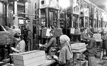 Челябинский тракторный завод, для Фронта и Народа. Школьники ковали Победу на ровне со взрослыми