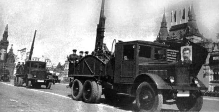 ЯГ-10 это Автомобиль-Вездеход! Зенитка 76мм. Парад на Красной Площади