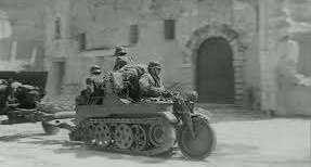 101-й целевой мотоцикл. Гусеничный мотоцикл-тягач SdKfz 2 Kettenkrad HK 101. По дорогам мог буксировать тяжелое орудие до 100 мм