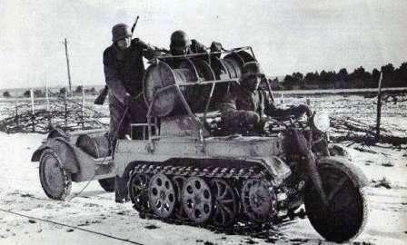 101-й целевой мотоцикл. Гусеничный мотоцикл-тягач SdKfz 2 Kettenkrad HK 101. Часто использовался в качестве  мотоцикла связи