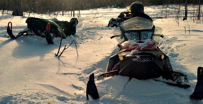 ATVUTV на гусеницах против снегоходов Снегоходы в снежном плену