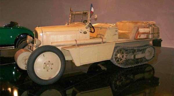 Citroen C4-P17 в 20 веке был главным гусеничным тягачом Французской армии.