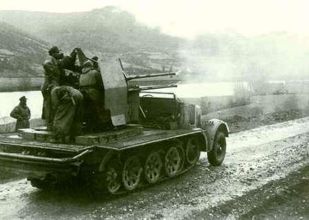 Sd.Kfz. 7 средний армейский тягач вермахта и 4-е спаренных 20 миллиметровых зенитных пулемета «Flakvierling 38»